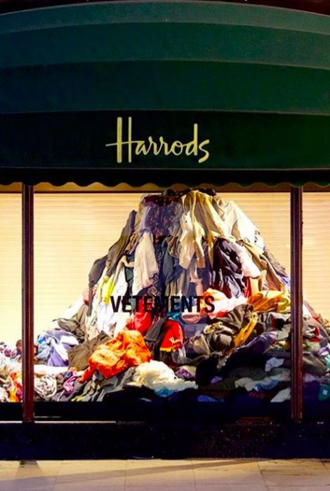 Witryna Vetements w Harrods