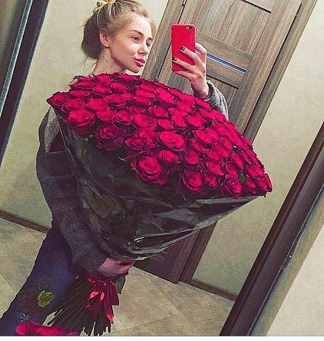 Wielki Bukiet Róż Na Walentynki Warszawska Firma Wypożycza Kwiaty