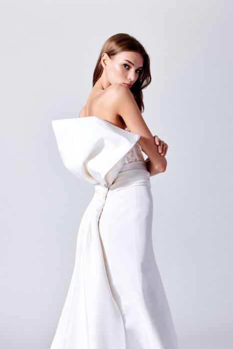 c03b7114ca Suknie ślubne 2019  trendy - Elle Wedding - trendy wiosna lato 2019 ...