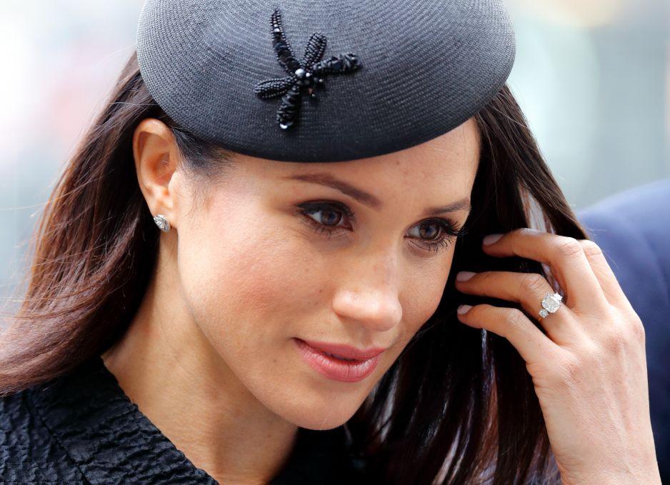Brytyjska Rodzina Królewska Sprzedaje Repliki Pierścionka