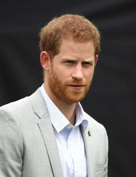 Książę Harry wygląda jak książę Filip? Koniecznie ...