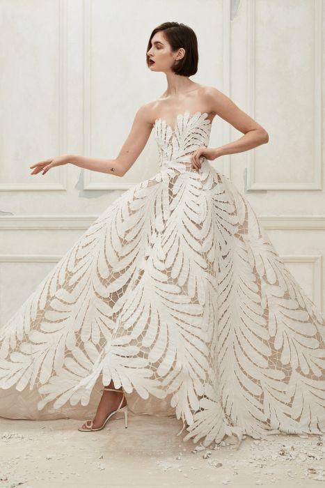 320e58b6ee Suknie ślubne Oscar de la Renta jesień-zima 2019 2020 - Elle Wedding ...
