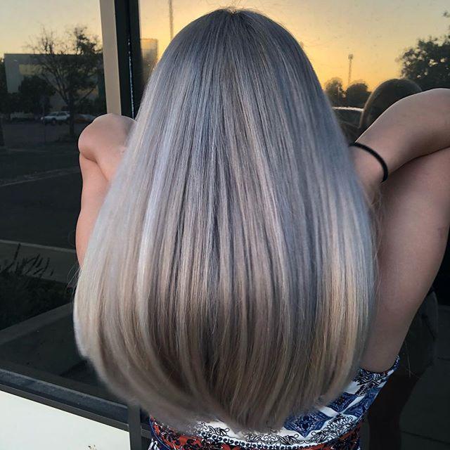 Księżycowy Blond Modny Kolor Włosów Trendy 2019 Elle