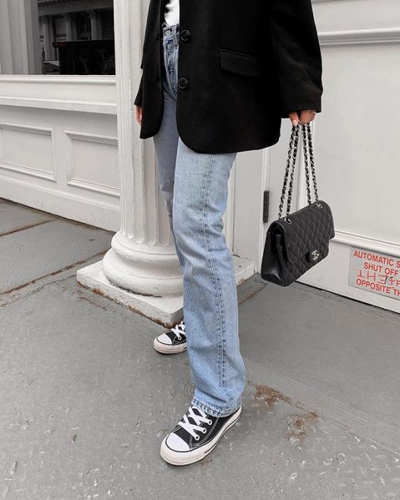 Modne czarne sneakersy, które będziecie chciały nosić latami
