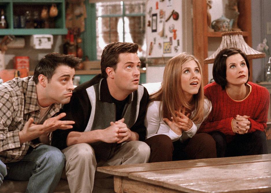 """Najśmieszniejsze sceny z serialu """"Przyjaciele"""". Sprawdź, jak dobrze je pamiętasz [QUIZ]"""