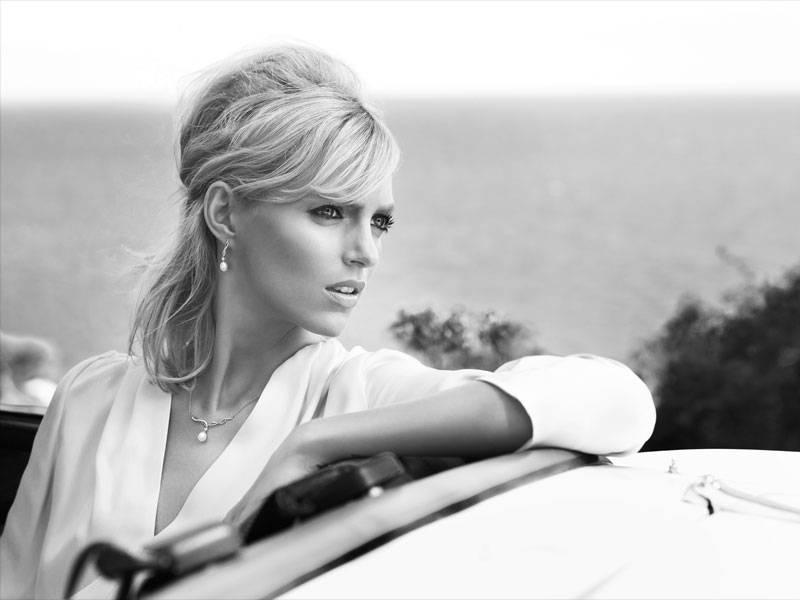 Anja Rubik w kampanii kolekcji perłowej biżuterii, fot