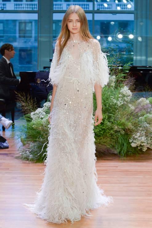 2ce6bdf7df 15 najpiękniejszych sukni ślubnych z pokazów 2017 - Elle Wedding ...
