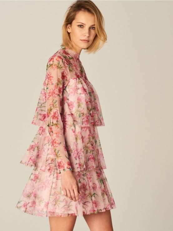 77211da8 Sukienka z tiulu w kwiaty Mohito - Modne sukienki na wiosnę 2018 z ...