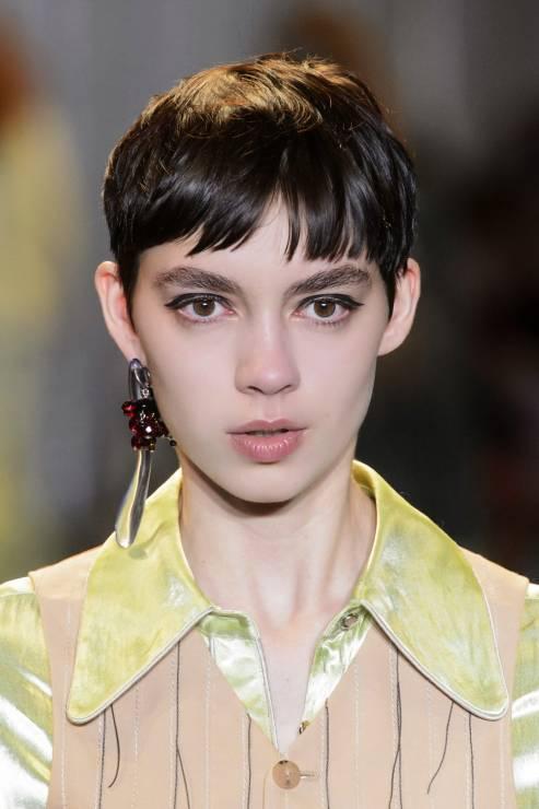 Pixie Cut Na Wybiegu Pokaz Acne Odmładzające Fryzury