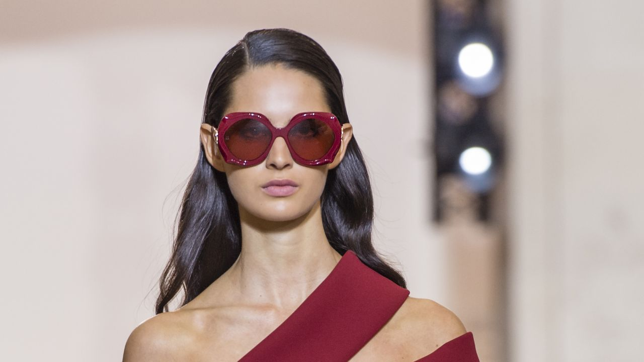 55afdf65203d Modne okulary korekcyjne i przeciwsłoneczne na jesień 2018 - Elle.pl ...