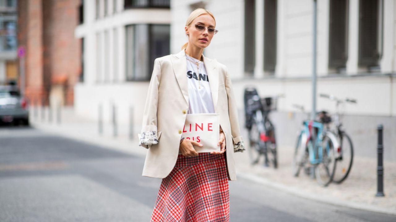 a79962e1 Modne spódnice w kratkę [trendy wiosna-lato 2019] - Elle.pl - trendy ...