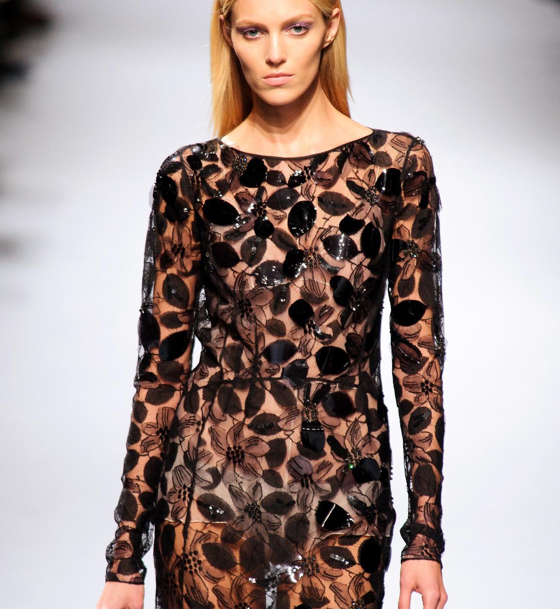 050d1c3153 Sukienki na sylwestra 2015 - Elle.pl - trendy wiosna lato 2019  moda ...
