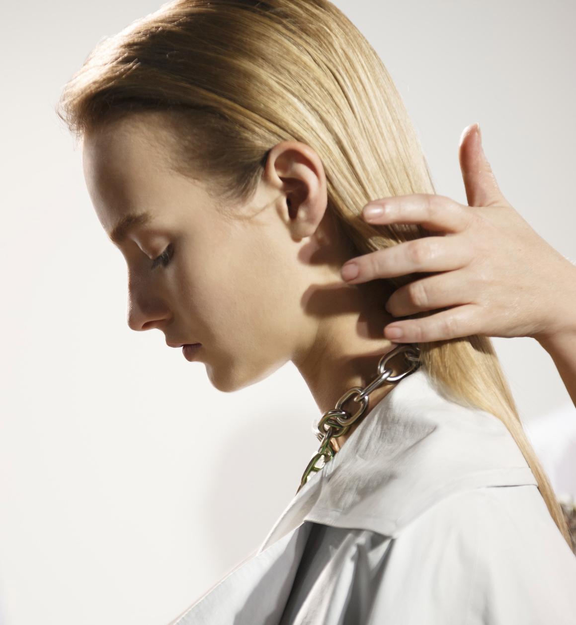 jak zapobiec nadmiernemu wypadaniu włosów