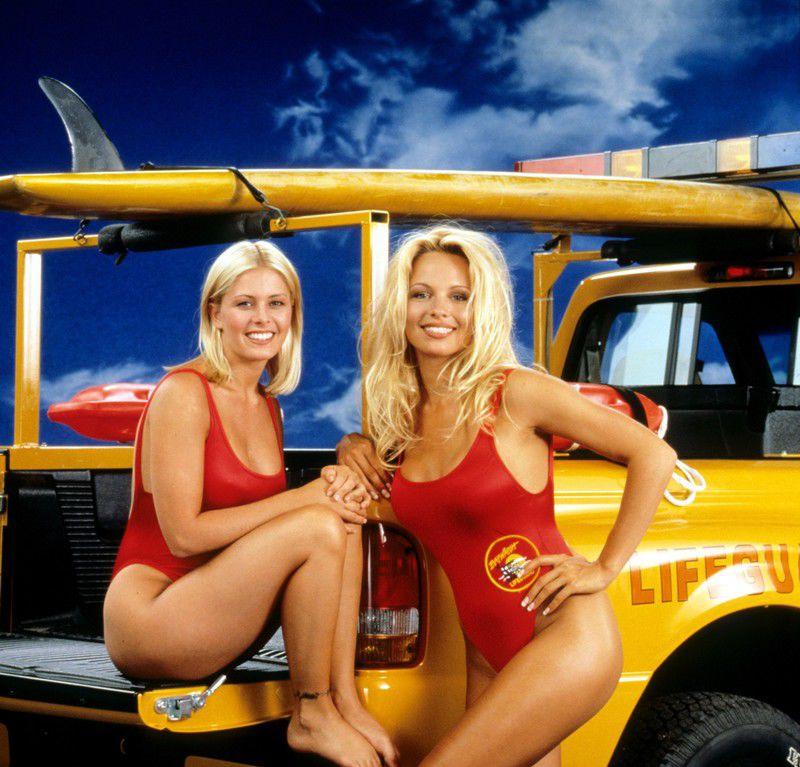 ec29e44daaa980 Nicole Eggert i Pamela Anderson, serial