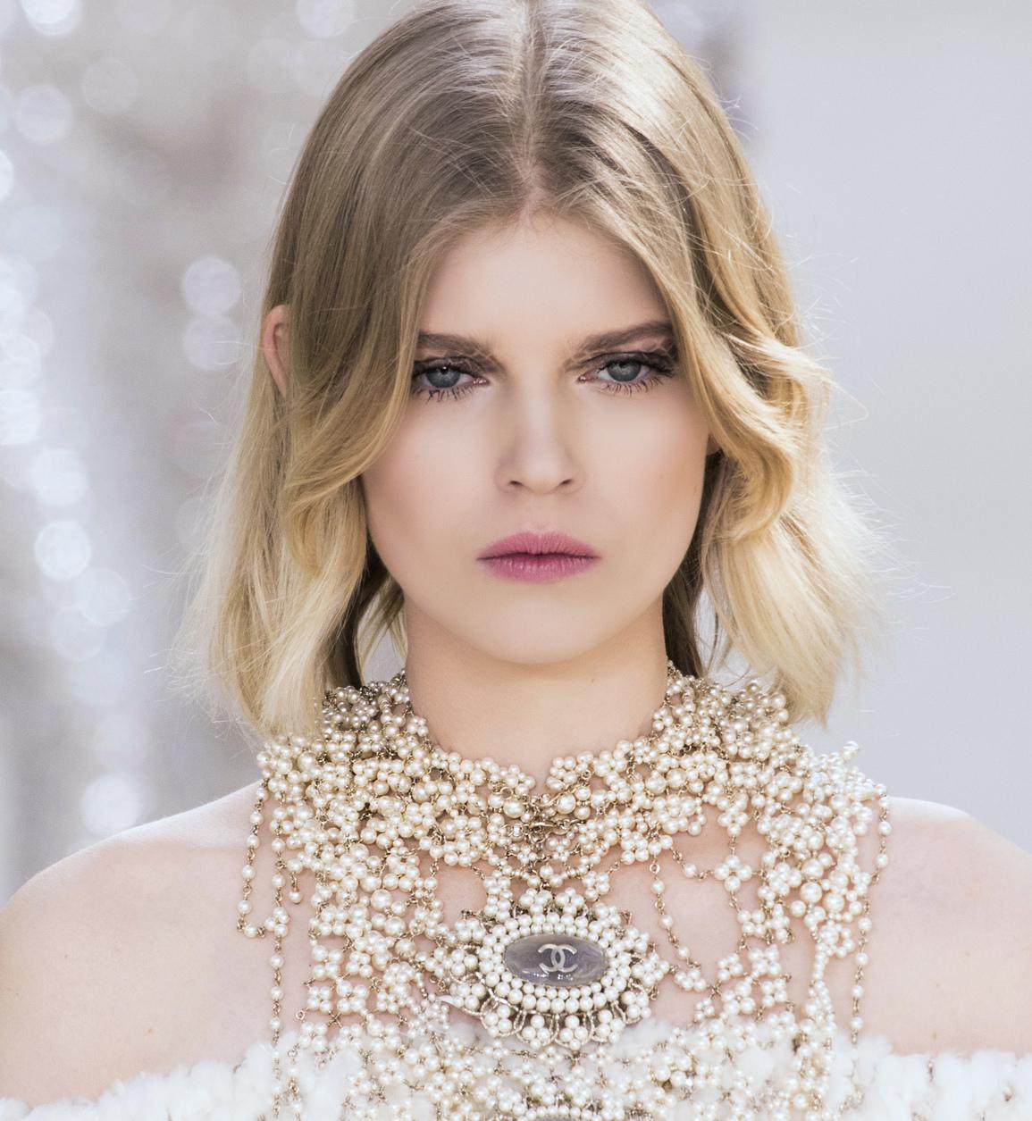 Fryzury Slubne 2016 2017 Elle Wedding Trendy Wiosna Lato 2020