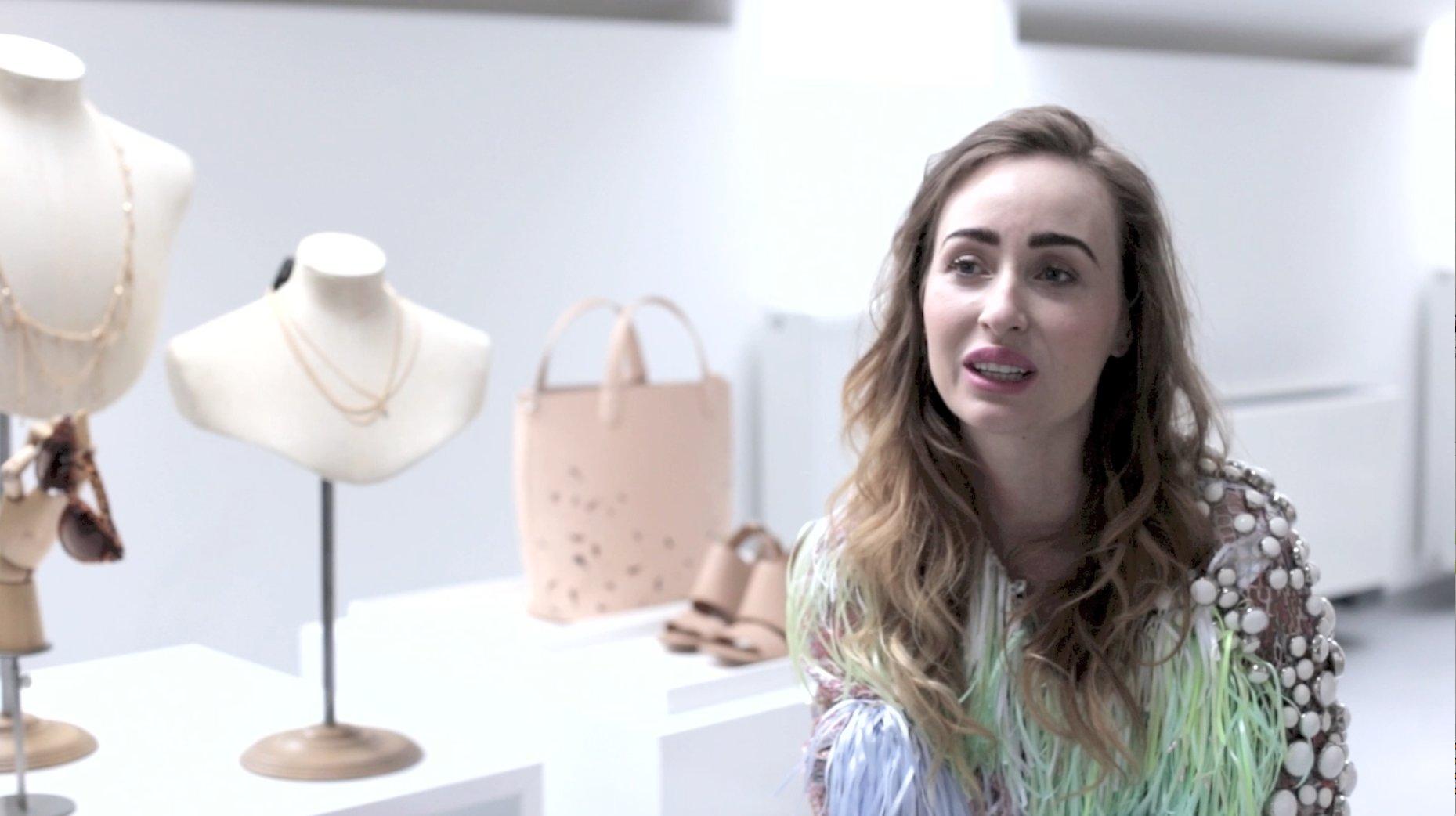 fccaabd70d Porady stylistek. Zobacz wideo - Elle.pl - trendy wiosna lato 2019  moda