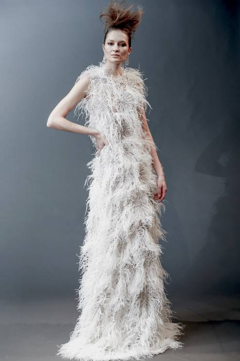 21f0b42209 Kolorowe suknie ślubne  trendy 2019  Klasyczna i tradycyjna biel nadal  oczywiście przeważa w kolekcjach projektantów mody ślubnej.
