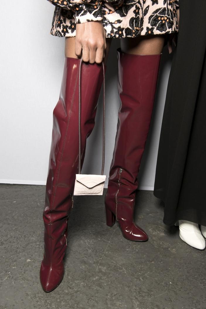 Te buty są modne i dużo wygodniejsze od kozaków za kolano