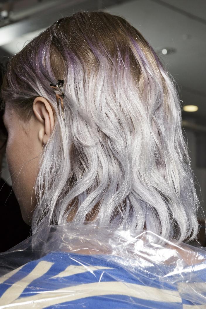 Księżycowy Blond Modny Kolor Włosów Trendy 2019 Ellepl