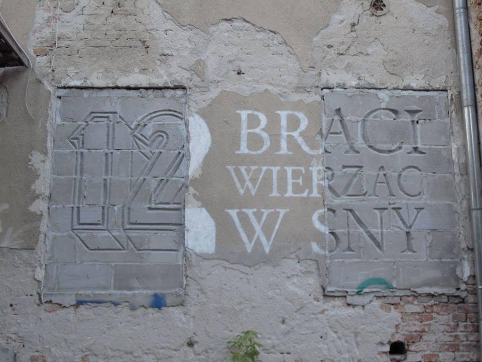 Autor Warszawskiego Muralu Poszukiwany Elle Decoration