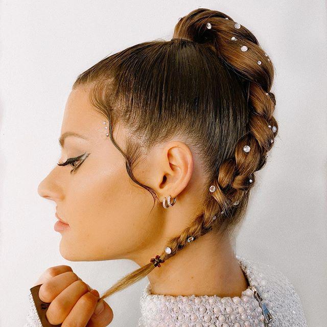 Modne fryzury na sylwestra 2019/2020